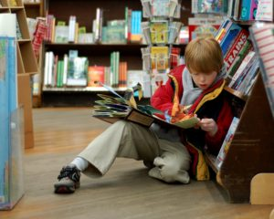 Child_reading_at_Booksmith